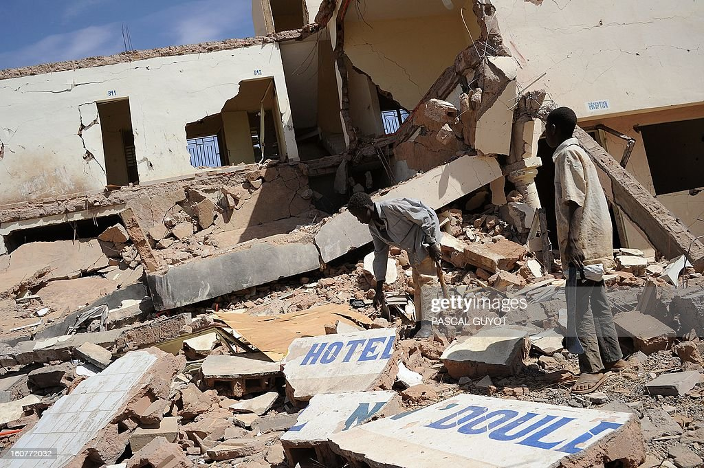 Children search on February 5, 2013 in the ruins of a hotel destroyed by French air strikes in Douentza.The town was retaken by French and Malian troops in January.