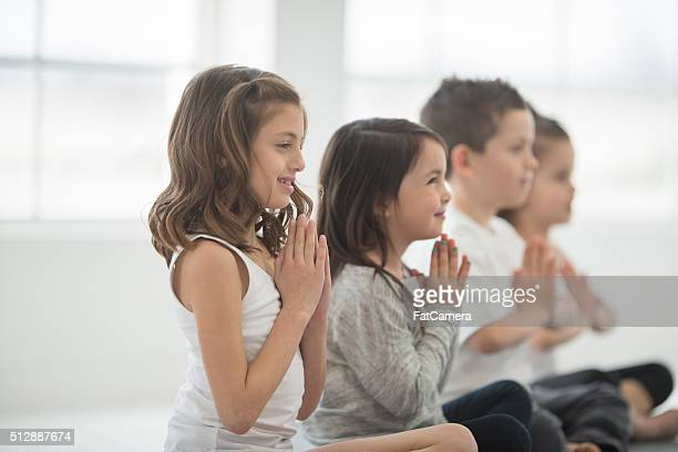 Kinder einen Yoga-Kurs