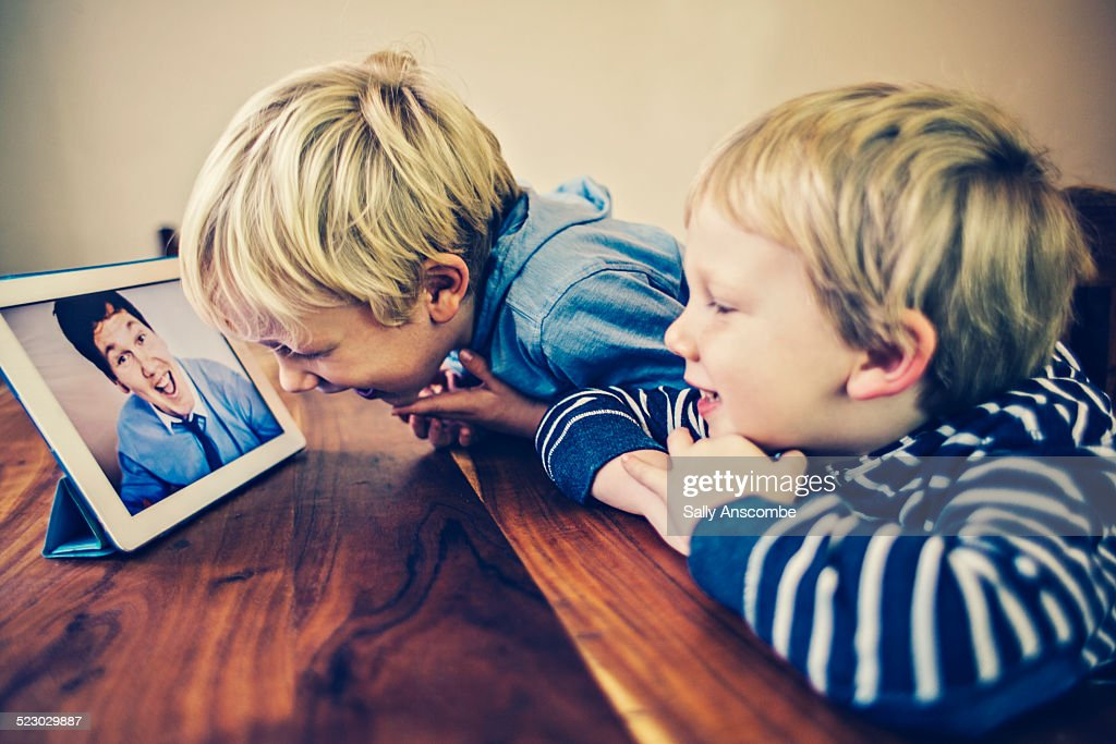 Children talking to their Daddy over the internet : Stock Photo