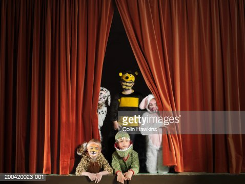 Children (5-7) wearing animal costumes on stage, portrait : Foto de stock