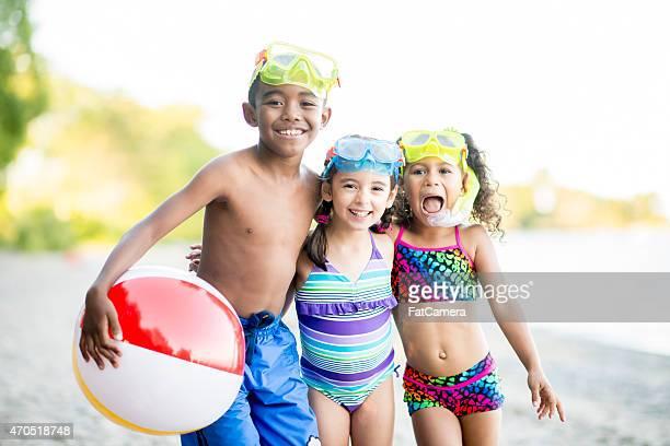Kinder mit Strand Spielzeug