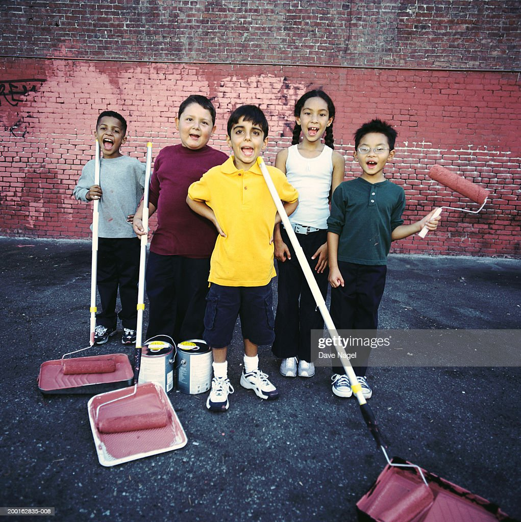 Children (5-8) with painting supplies, portrait : Stock Photo