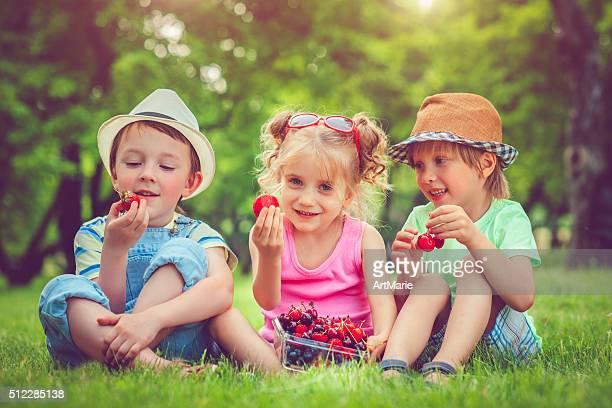 Baies d'été pour les enfants