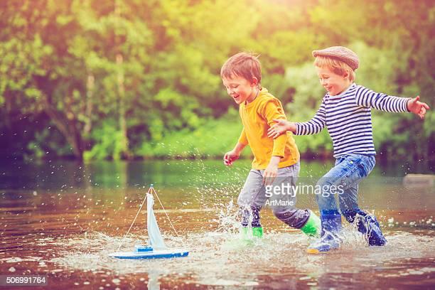 Jouets pour enfants avec bateau