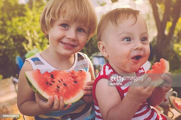 Niños con sandía