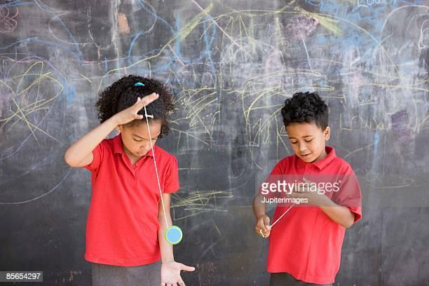 Children with yo-yos