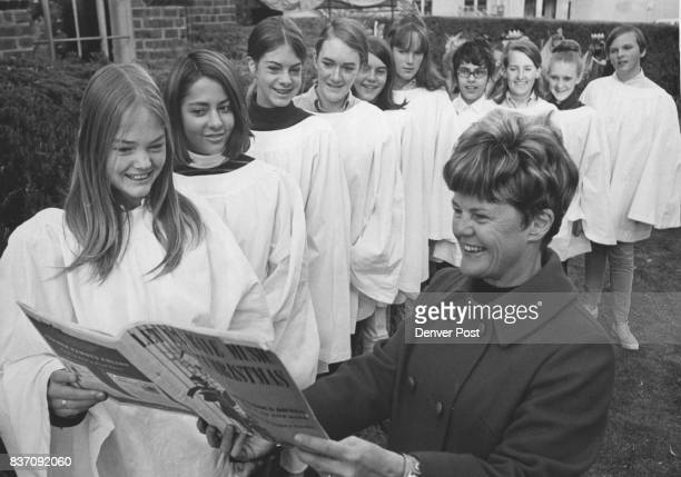 Children's choir will sing carols between performances Members from left Lisa Nelson Jill Cowperthwaite Dorothy O'Donnell Gay Stovall Barbara...
