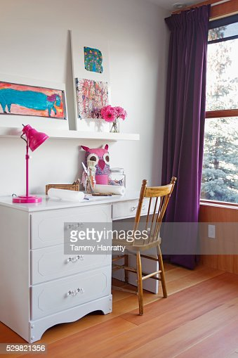 Children's room with desk : Photo