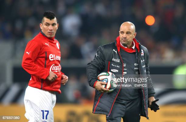Chile head coach Jorge Sampaoli and Gary Medel