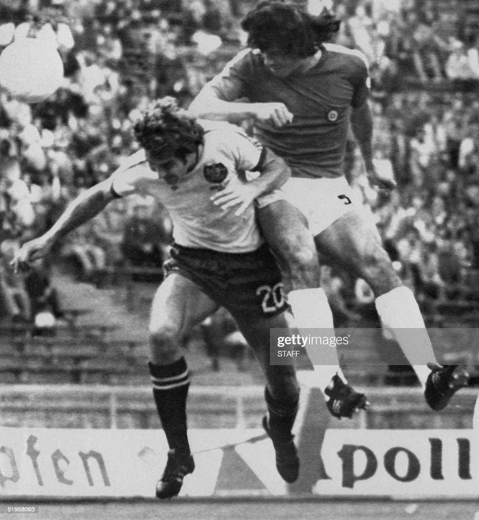 Chilean defender Elias Figueroa R heads the ball