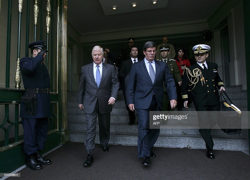 Chilean Defense Minister Jaime Ravinet (L) and Peru's Rafael Rey (R) walk together after a meeting, in Santiago on May 28 2010. Rey is in Chile in official visit. AFP PHOTO/Claudio SANTANA