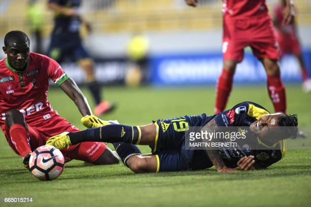 Chilean Everton's Wilson Morelo vies for the ball with Colombian Patriotas FC's Kevin rendon during their Copa Sudamericana first leg football match...