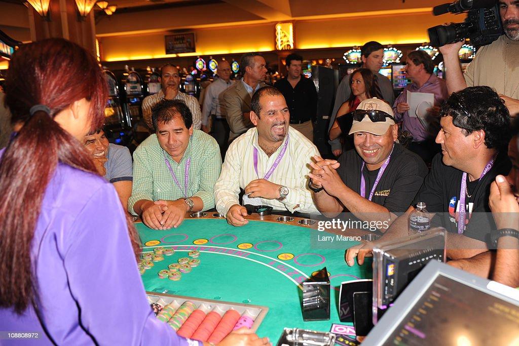 Casino press win big slot machines fire red