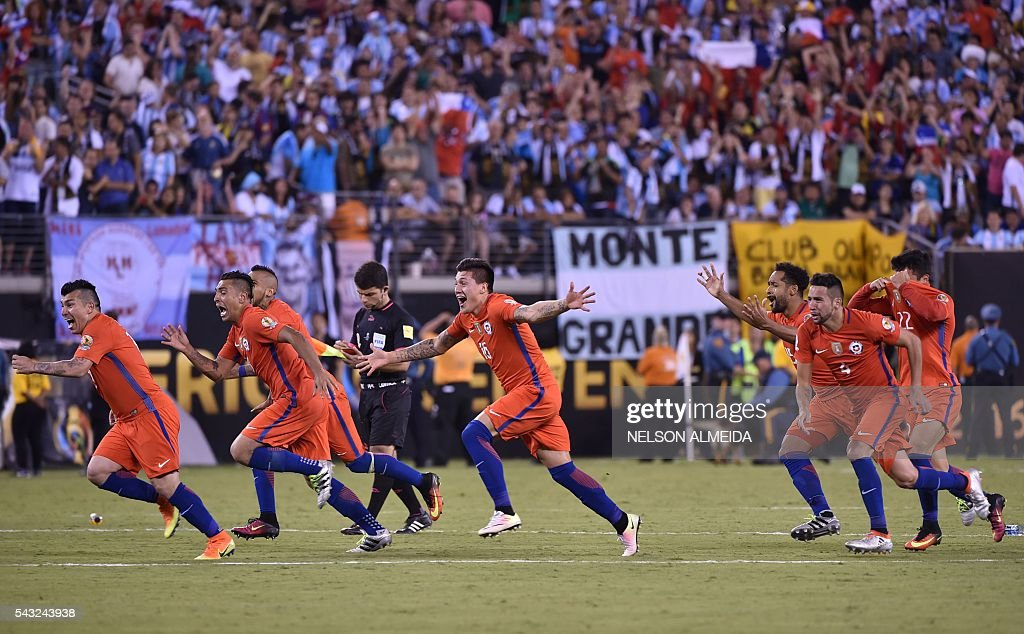Chilean players celebrate after defeating Argentina and winning the Copa America Centenario final in East Rutherford, New Jersey, United States, on June 26, 2016. / AFP / NELSON