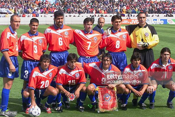 Chilean players pose for the official picture 11 June at the Parc Lescure in Bordeaux before their 1998 Soccer World Cup group B first round match...