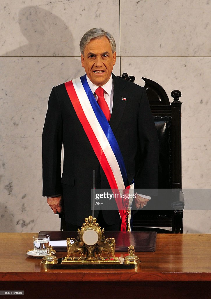 Chilean President Sebastian Pinera arrives to deliver his annual presidential message to the Nation at the Congress in Valparaiso on May 21, 2010. AFP PHOTO / Claudio Santana