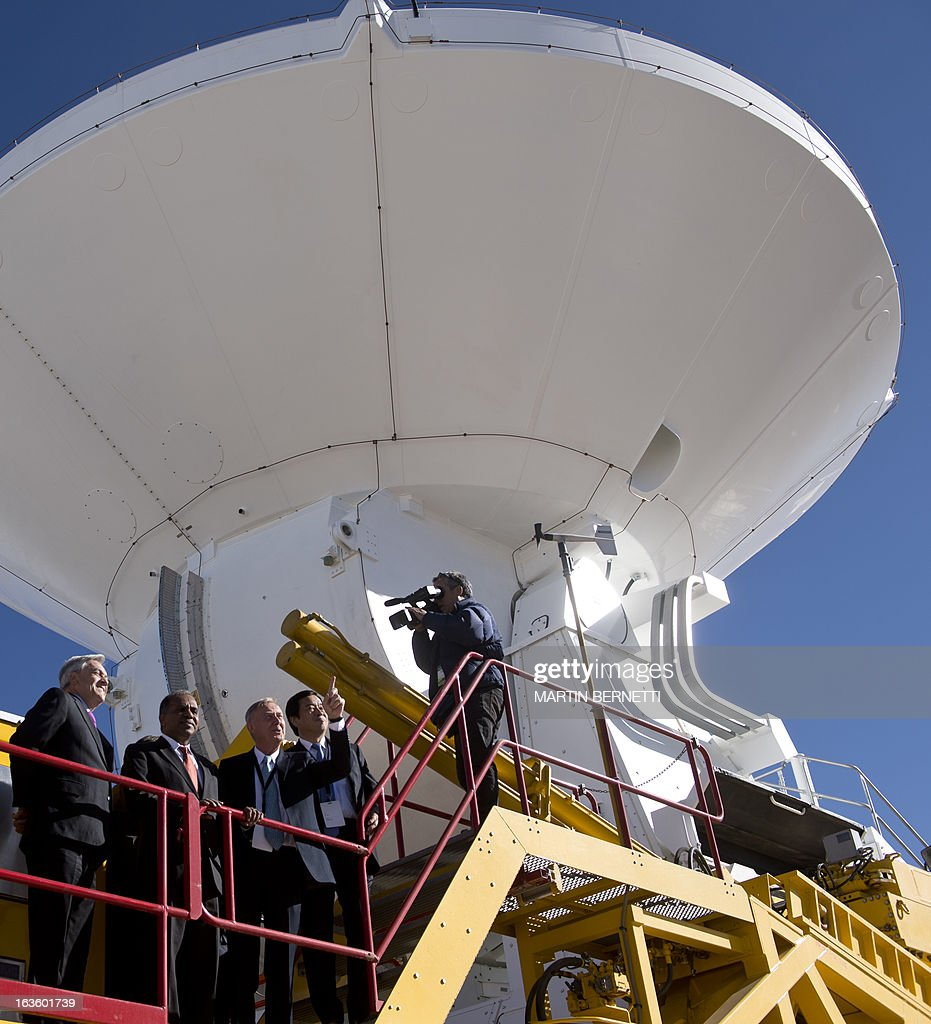 Chilean President Sebastian Pinera, Director of the US National Science Foundation (NSF) Subra Suresh, General Director ESO, Tim De Zeeuw and ALMA Director Thijs De Graauw see a radio telescope at the ALMA (Atacama Large Millimeter/submillimeter Array) project station, in San Pedro de Atacama, some 1500 km north of Santiago, on March 13, 2013. The ALMA, an international partnership project of Europe, North America and East Asia with the cooperation of Chile, is presently the largest astronomical project in the world. Today will be opened 59 of 66 high precision antennas, located at 5000 of altitude in the extremely arid Atacama desert. AFP PHOTO/Martin BERNETTI