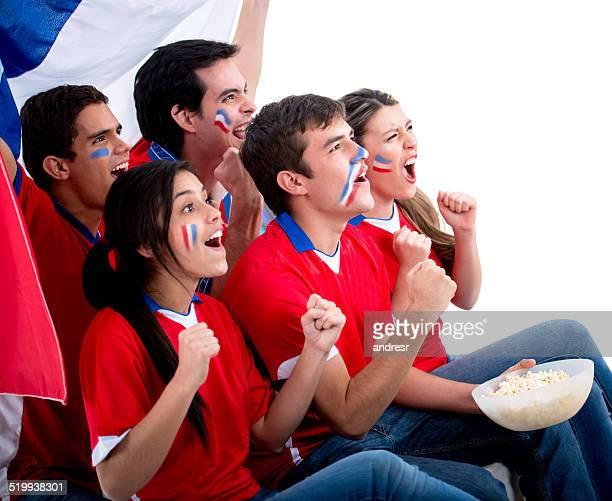 Chileno, los fanáticos del fútbol mira el partido