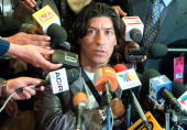 Chilean soccer player Ivan Zamorano speaks during a press conference after his arrival to the Mexico City airport 28 December 2000 Zamorano arrived...