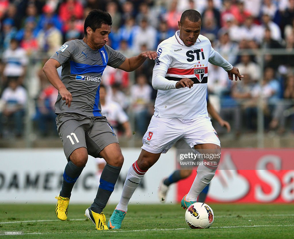 Chilean Universidad Catolica's footballer Hans Martinez (L) vies for the ball with Brazilian Sao Paulo's Fabiano Clamente (R) during their 2012 Copa Sudamericana first leg semifinal football match at San Carlos de Apoquindo stadium in Santiago, Chile, November 22, 2012.