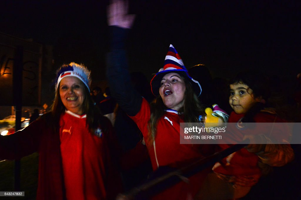 Chileans celebrate victory in the final match of the Copa America Centenario USA 2016 between Chile and Argentina, in Santiago, Chile, June 26, 2016. Holders Chile stunned Argentina to win the Copa America Centenario in a penalty shoot-out as Lionel Messi's title curse struck again. / AFP / MARTIN