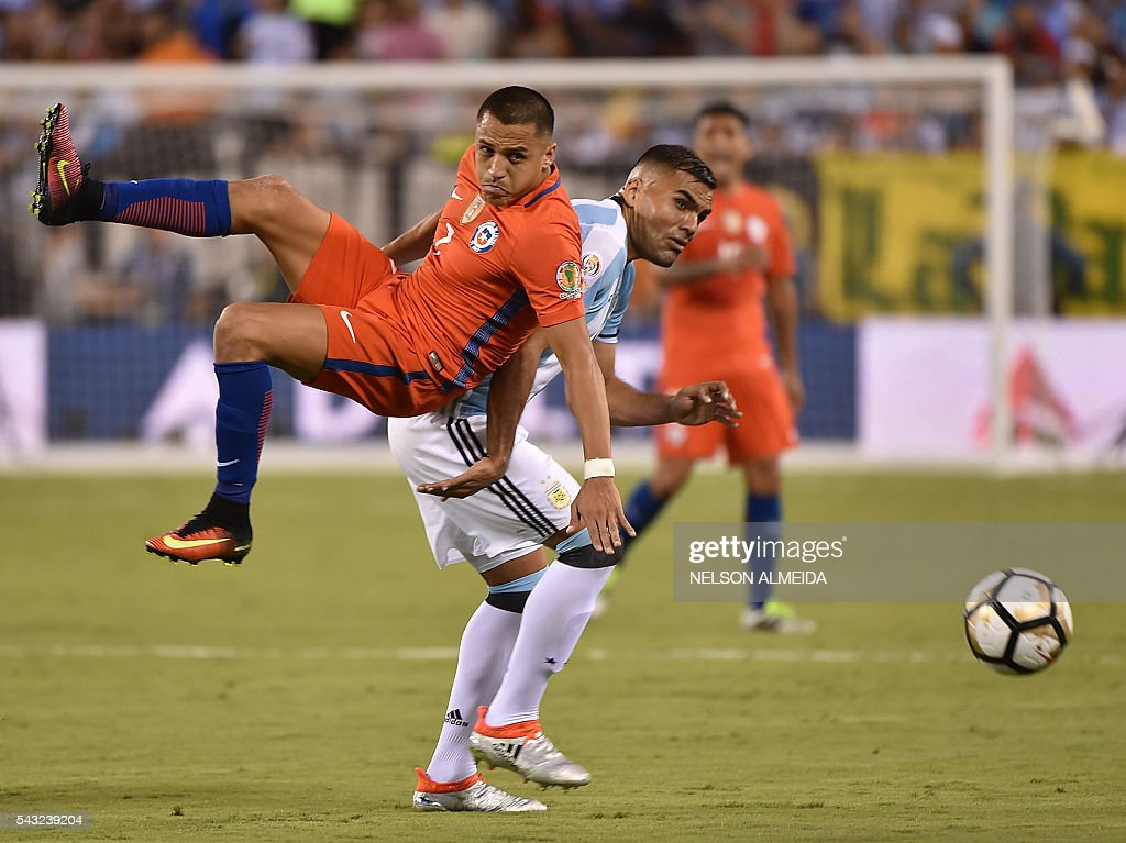 Chile's Alexis Sanchez (top) and Argentina's Gabriel Mercado vies for the ball during the Copa America Centenario final in East Rutherford, New Jersey, United States, on June 26, 2016. / AFP / NELSON