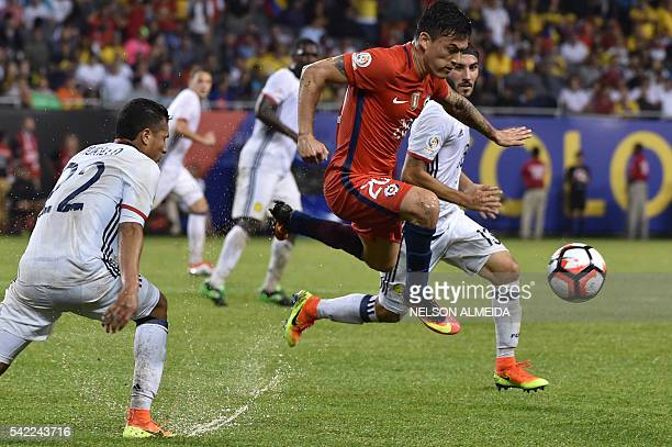 TOPSHOT Chile's Charles Aranguiz vies for the ball with Colombia's Sebastian Perez and Colombia's Jeison Murillo during a Copa America Centenario...