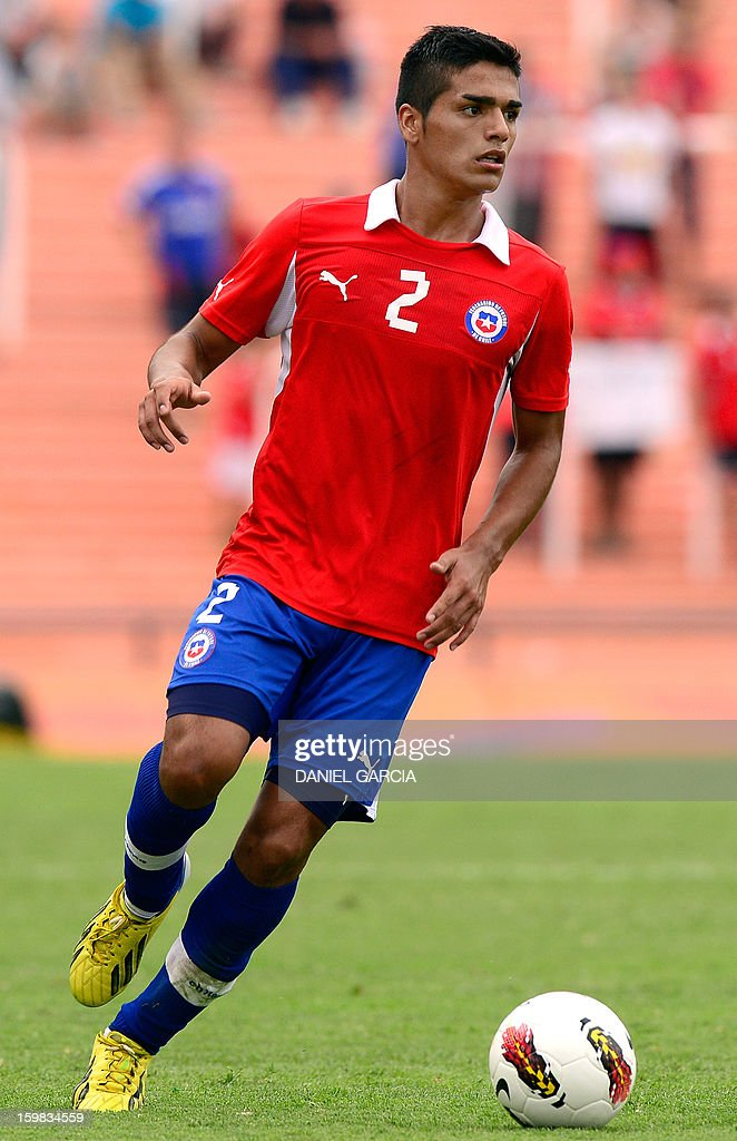Chile's defender Felipe Campos controls the ball during their South American U-20 final round football match against Paraguay at Malvinas Argentinas stadium in Mendoza, Argentina, on January 20, 2013. Four teams will qualify for the FIFA U-20 World Cup Turkey 2013.