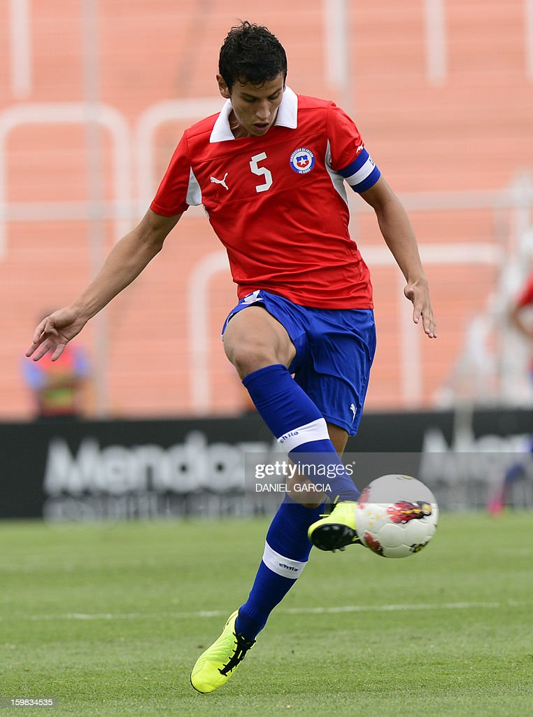 Chile's defender Igor Lichnovsky controls the ball during their South American U-20 final round football match against Paraguay at Malvinas Argentinas stadium in Mendoza, Argentina, on January 20, 2013. Four teams will qualify for the FIFA U-20 World Cup Turkey 2013.