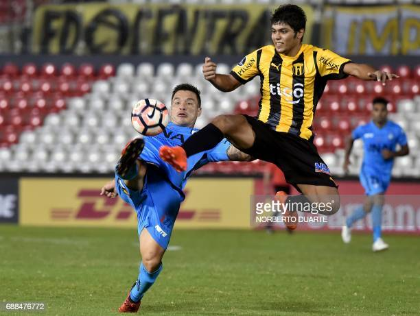 Chile's Deportes Iquique player Alvaro Ramos vies for the ball with Robert Rojas of Paraguay's Guarani during their Copa Libertadores football match...