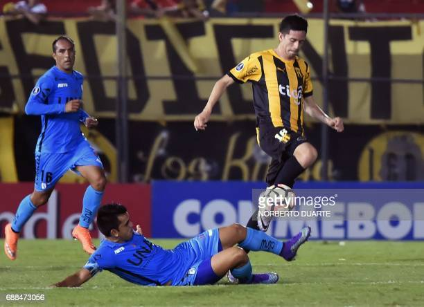 Chile's Deportes Iquique player Hernan Lopez vies for the ball with Luis Cabral of Paraguay's Guarani during their Libertadores Cup football match at...