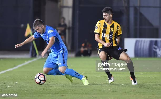 Chile's Deportes Iquique player Mauricio Morales vies for the ball with Antonio Marin of Paraguay's Guarani during their Libertadores Cup football...