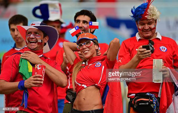 Chile's fans wait for the start of the Group B football match between Spain and Chile in the Maracana Stadium in Rio de Janeiro during the 2014 FIFA...