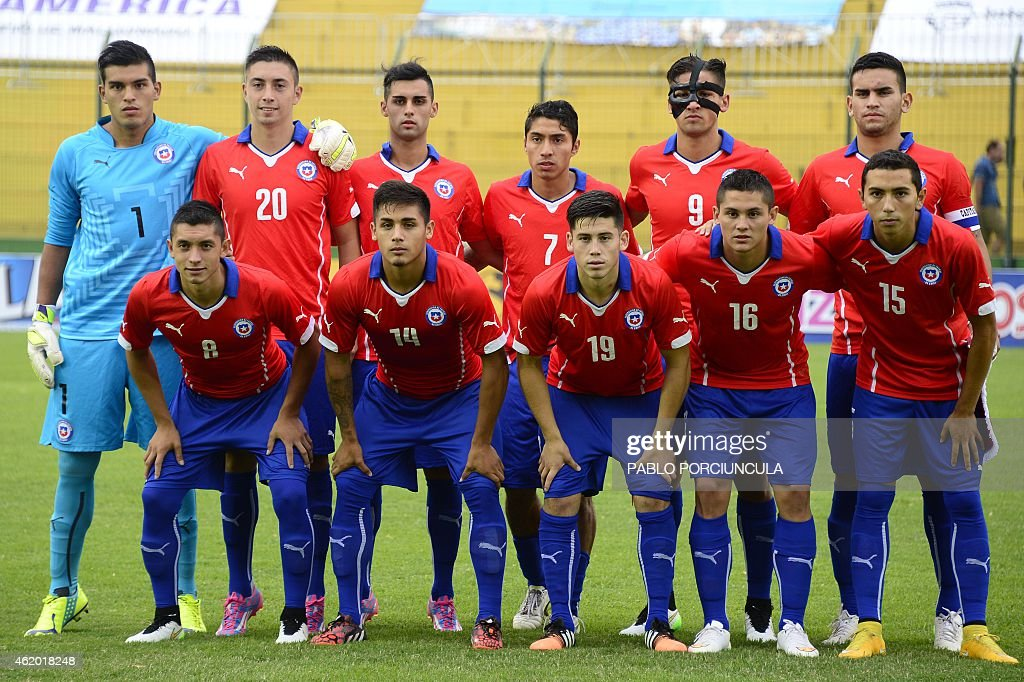 Chile's footballers (L to R - back) goalkeeper Miguel Vargas, defender Rodrigo Echeverria, defender Raul Osorio, midfielder Luciano Cabral, forward Ignacio Jeraldino, defender Sebastian Vegas and (L to R - front) defender Camilo Rodriguez, forward Marcos Bolados, midfielder Sebastian Diaz, midfielder Juan Fuentes, midfielder Cristian Cuevas, pose for a picture before a South American U-20 football match at Domingo Burgueno stadium in Maldonado, 130 km east of Montevideo, on January 19, 2015.