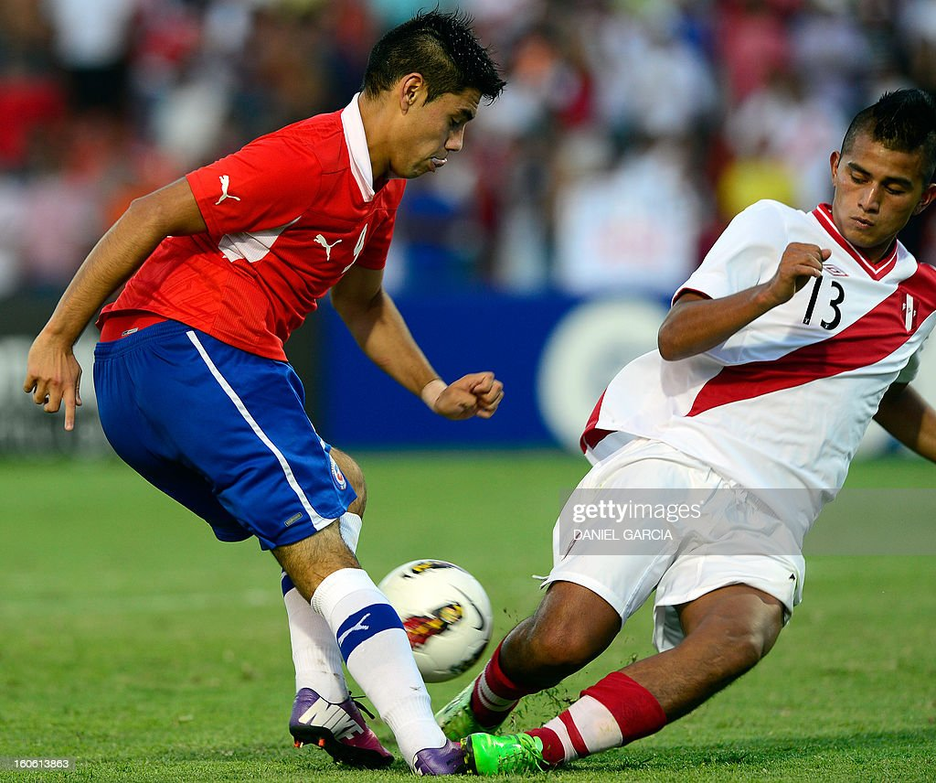 Chile's forward Andres Mora (L) vies for the ball with Peru's defender Renzo Chavez, during their South American U-20 final round football match at Malvinas Argentinas stadium in Mendoza, Argentina, on February 3, 2013. Four South American teams will qualify for the FIFA U-20 World Cup Turkey 2013.