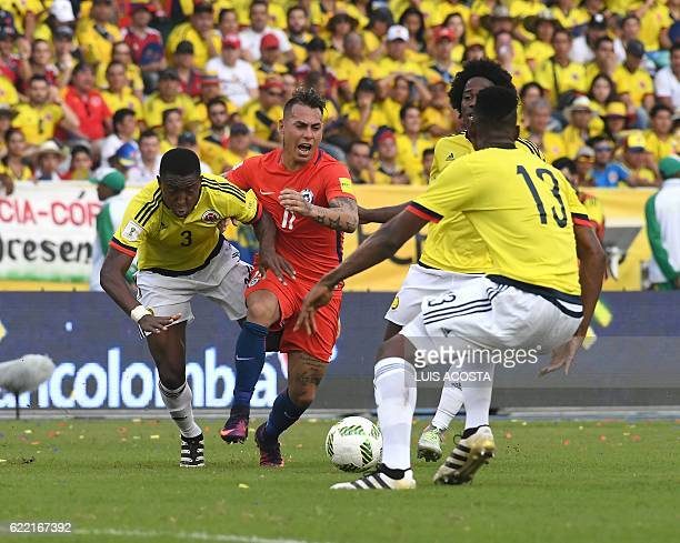 Chile's forward Eduardo Vargas Colombia's defender Oscar Murillo and Colombia's defender Yerry Mina vie for the ball during their WC 2018...