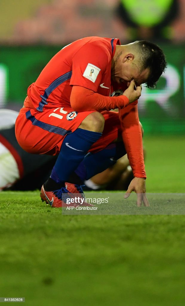 Chile's Gary Medel reacts after Paraguay scored their third goal during their 2018 World Cup qualifier football match, in Santiago, on August 31, 2017. /