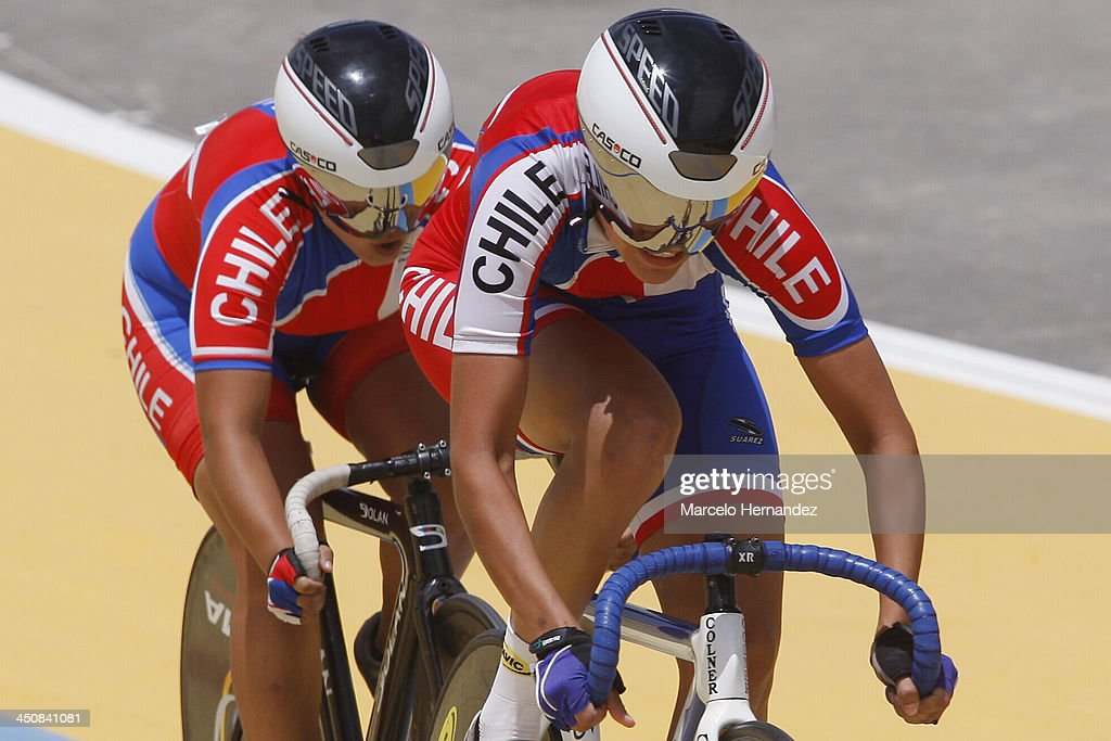 Chile's Irene Aravena (R) and Maria Paz Vicencio compete with his team during the ciclyng event as part of the XVII Bolivarian Games Trujillo 2013 at Colegio San Agustin Velodrome on November 20, 2013 in Chiclayo, Peru.