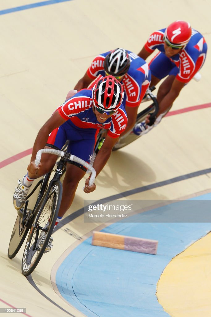 Chile's Luis Sepulveda (R) competes with his team during the ciclyng event as part of the XVII Bolivarian Games Trujillo 2013 at Colegio San Agustin Velodrome on November 20, 2013 in Chiclayo, Peru.