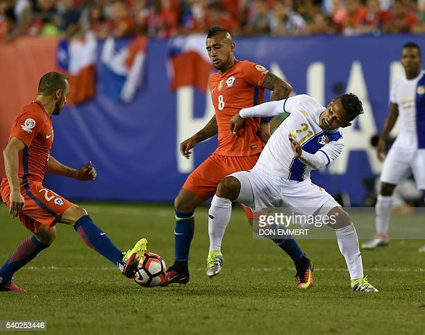 Chile's Marcelo Diaz and Arturo Vidal vie for the ball with Panama's Amilcar Henriquez during their Copa America Centenario football tournament match...