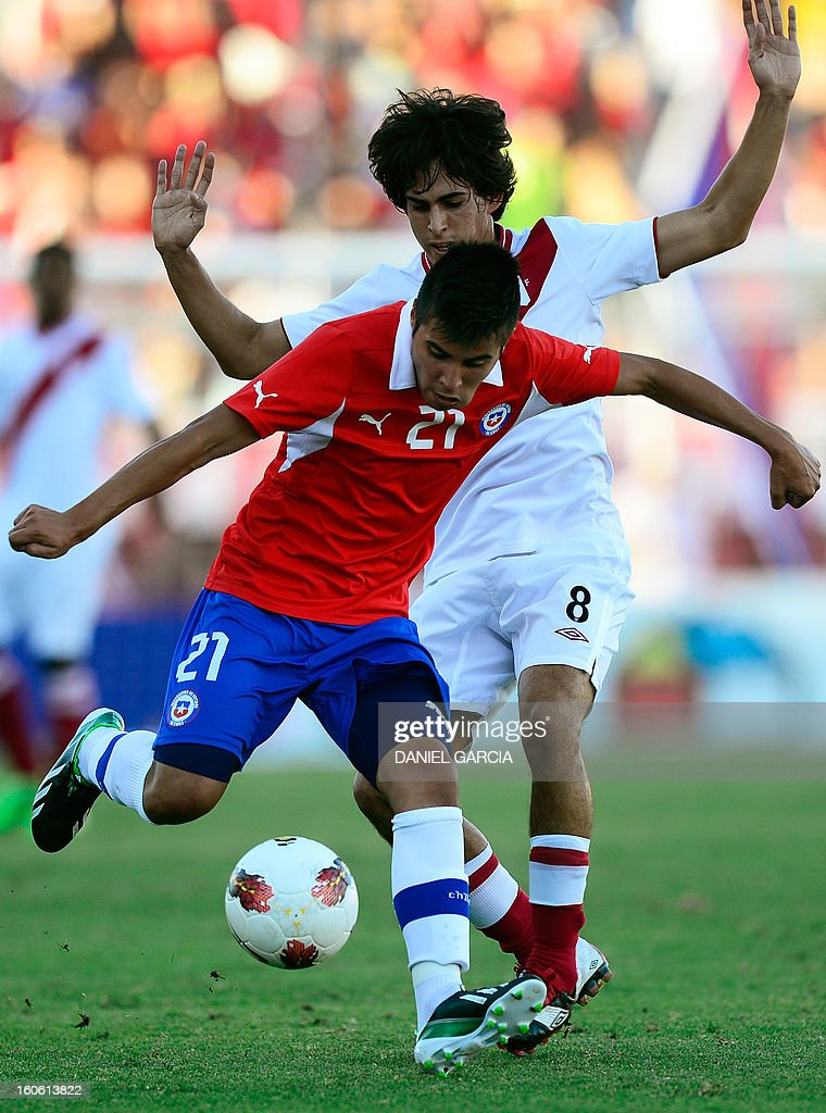 Chile's midfielder Andres Caroca vies for the ball with Peru's midfielder Rafael Guarderas (R), during their South American U-20 final round football match at Malvinas Argentinas stadium in Mendoza, Argentina, on February 3, 2013. Four South American teams will qualify for the FIFA U-20 World Cup Turkey 2013.