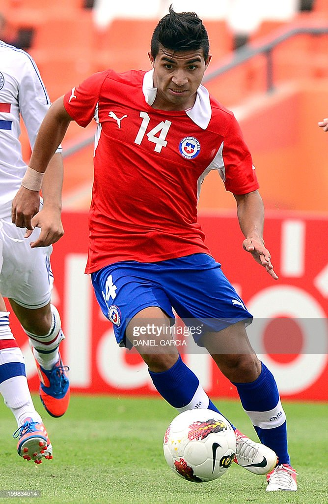 Chile's midfielder Bryan Rabello controls the ball during their South American U-20 final round football match against Paraguay at Malvinas Argentinas stadium in Mendoza, Argentina, on January 20, 2013. Four teams will qualify for the FIFA U-20 World Cup Turkey 2013.