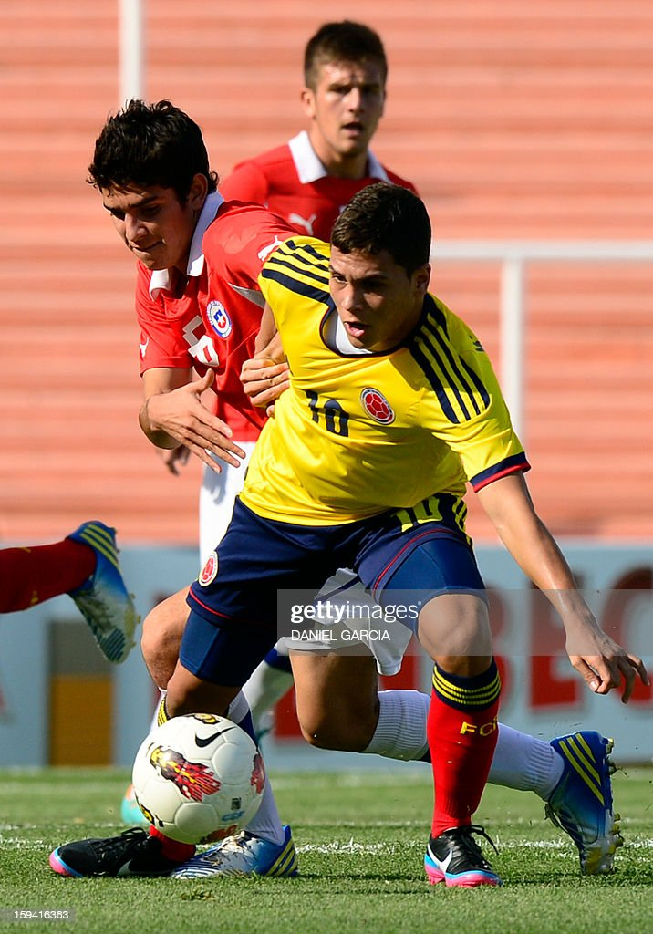 Chile's midfielder Cesar Fuentes vies for the ball with Colombia's midfielder Juan Quintero during their Group A South American U-20 tournament football match at Malvinas Argentinas stadium in Mendoza, Argentina, on January 13, 2013. Four South American teams will qualify for the FIFA U-20 World Cup Turkey 2013.