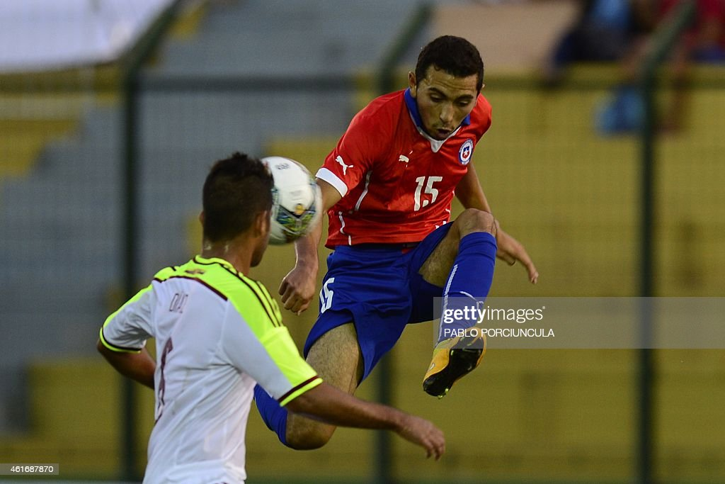 Chile's midfielder Cristian Cuevas (R) and Venezuela's defender Franko Diaz vie for the ball during the South American U-20 football match at Domingo Burgueno stadium in Maldonado, 130 km east of Montevideo, on January 17, 2015.