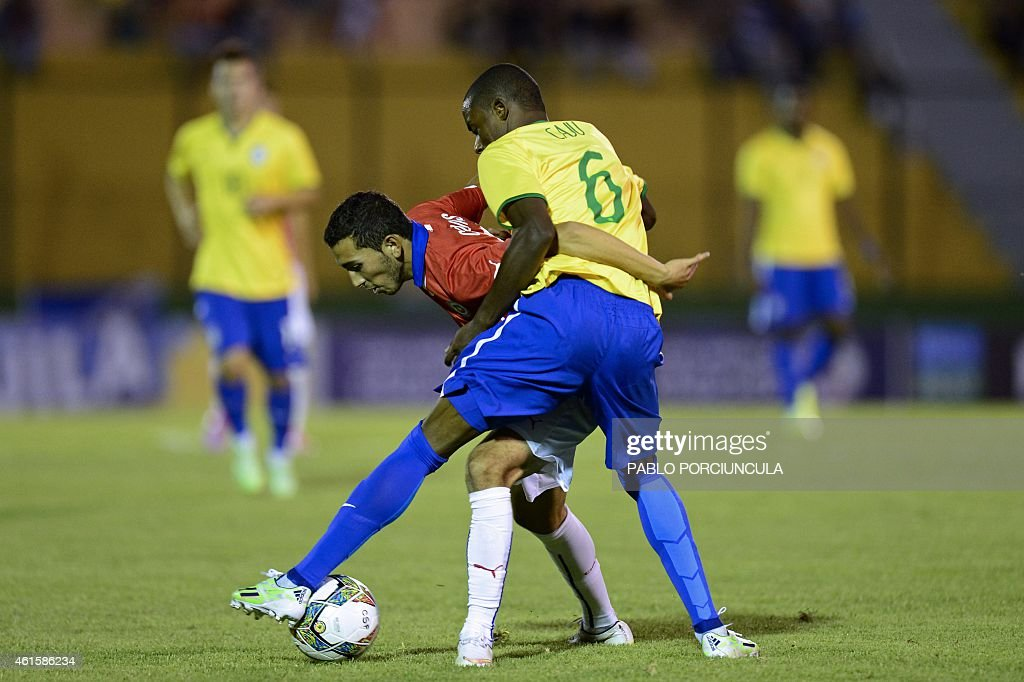 Chile's midfielder Cristian Cuevas (L) vies for the ball with Brazil's defender Caju during a South American U-20 football match at Domingo Burgueno stadium in Maldonado, 130 km east of Montevideo, on January 15, 2015.