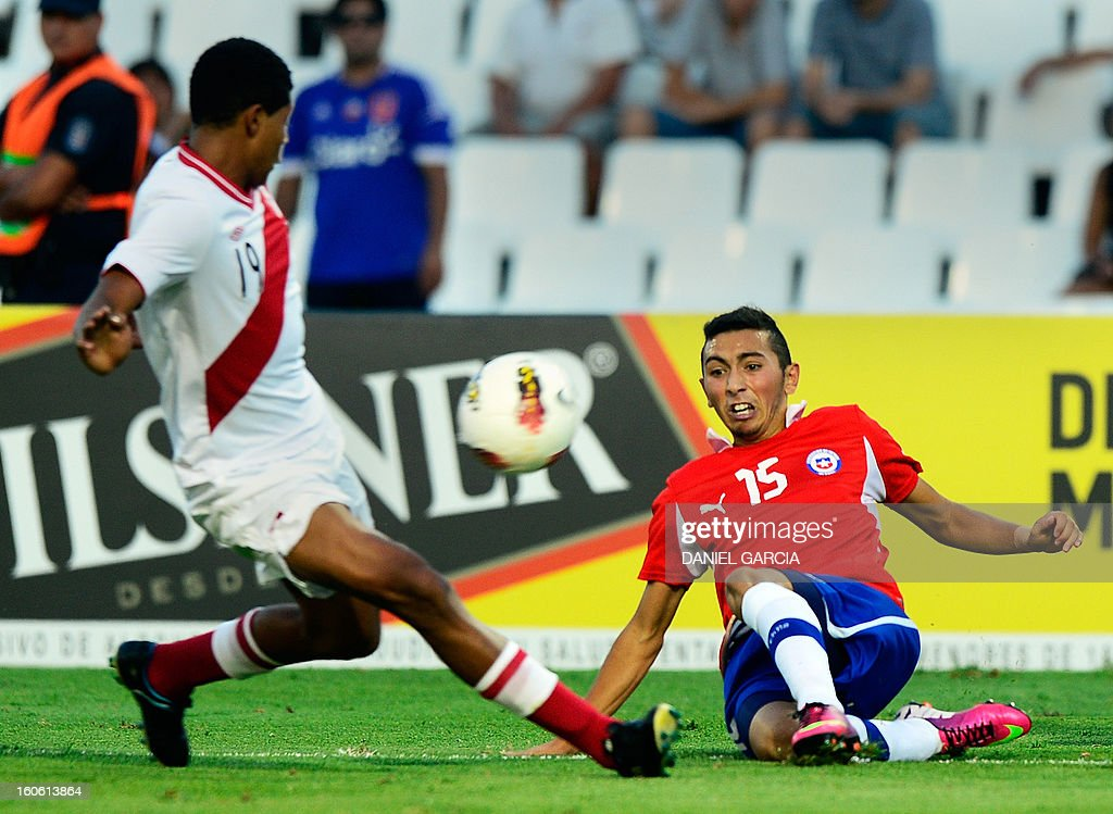 Chile's midfielder Cristian Cuevas (R) vies for the ball with Peru's midfielder Wilder Cartagena, during their South American U-20 final round football match at Malvinas Argentinas stadium in Mendoza, Argentina, on February 3, 2013. Four South American teams will qualify for the FIFA U-20 World Cup Turkey 2013.