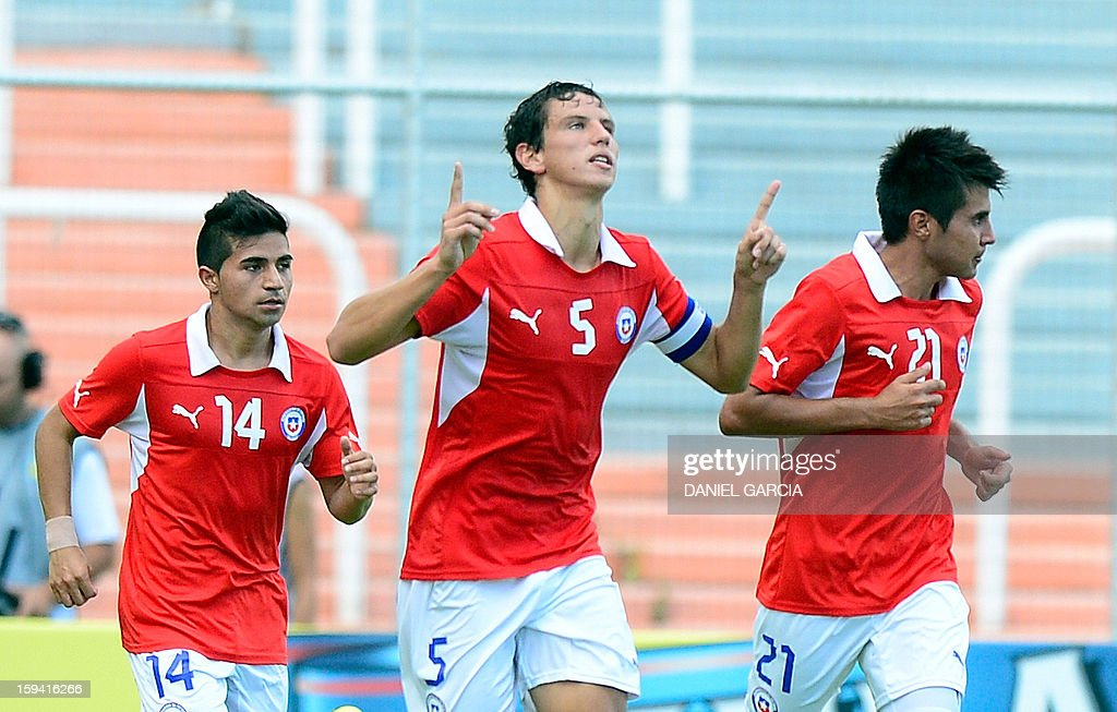 Chile's midfielder defender Igor Lichnovsky (C) celebrates with teammates midfielder Andres Caroca (R) and midfielder Bryan Rabello after scoring against Colombia during their Group A South American U-20 tournament football match at Malvinas Argentinas stadium in Mendoza, Argentina, on January 13, 2013. Four South American teams will qualify for the FIFA U-20 World Cup Turkey 2013. AFP PHOTO / DANIEL GARCIA