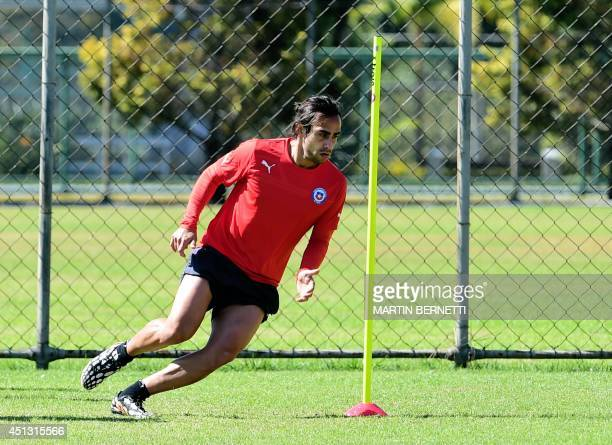Chile's midfielder Jorge Valvidia warms up a training session at Toca da Raposa in Belo Horizonte on June 27 during the FIFA World Cup 2014 in Brazil...