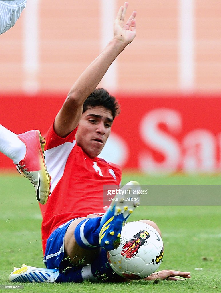 Chile's midfielder Sebastian Martinez controls the ball during their South American U-20 final round football match against Paraguay at Malvinas Argentinas stadium in Mendoza, Argentina, on January 20, 2013. Four teams will qualify for the FIFA U-20 World Cup Turkey 2013.