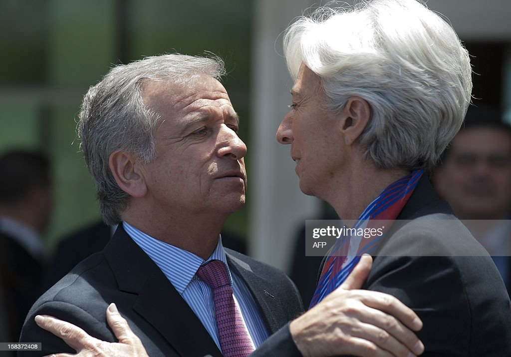 Chile's Minister of Finance Felipe Larrain (L) hugs International Monetary Fund (IMF) Managing Director Christine Lagarde (R) during the family picture of the Community of Latin American and Caribbean States (CELAC) summit on December 14, 2012 in Vina del Mar, Chile. AFP PHOTO / Claudio SANTANA